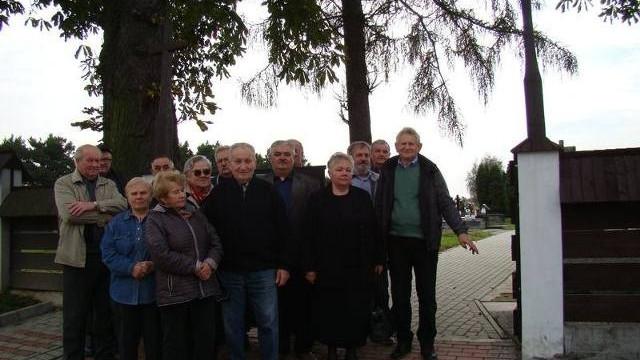 Dlaczego kontener na śmieci na cmentarzu nie może wrócić na dawne miejsce - pytają w Jawiszowicach