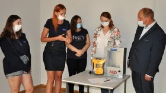 Dom Kultury w Kętach otrzymał defibrylator AED