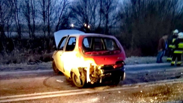 Dwa pojazdy zderzyły się na drodze powiatowej w Przecieszynie – ZDJĘCIA!