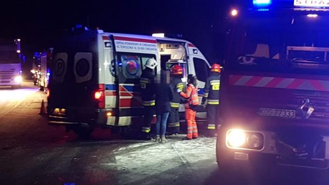 Dwa pojazdy zderzyły się w Bobrku. Wśród poszkodowanych dzieci. ZDJĘCIA, FILM!