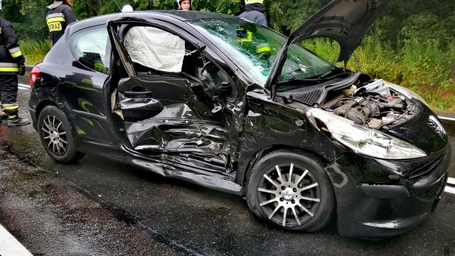 Dwa samochody zderzyły się na DK44 we Włosienicy – ZDJĘCIA!