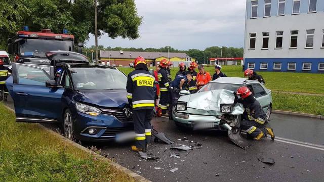 Dwa samochody zderzyły się na ul.Garbarskiej w Oświęcimiu. ZDJĘCIA !