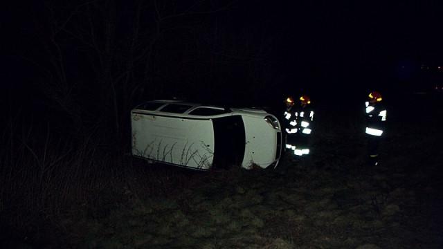 Dwa zdarzenia na DK44. Dachowanie na Fabrycznej, w Zaborzu zderzyły się trzy pojazdy. FOTO!