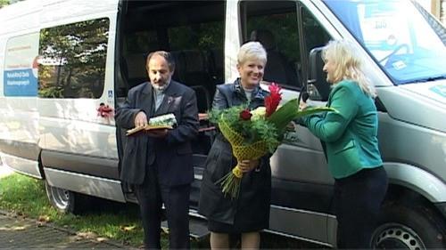 DWORY. Ks. Isakowicz-Zaleski poświęcił autobus - ZOBACZ FILM