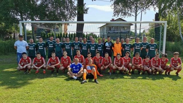 Dwumecz juniorów z Oldbojami na zakończenie piłkarskich rozgrywek - InfoBrzeszcze.pl