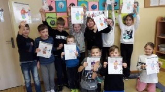 """Dzieci z kęckiej Trójki – kolejny raz uczestniczą w projekcie - Dzieci Uczą Rodziców – """"Bezpieczne ferie"""""""