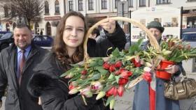 Dzień kobiet na kęckim Rynku