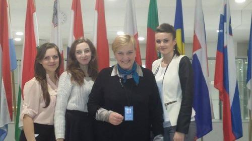 EDUKACJA. Marysia, Karolina i Klaudia w europarlamencie