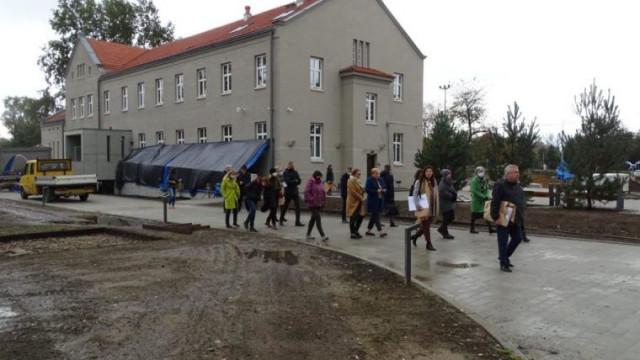 Eksperci UNESCO i ICOMOS obejrzeli przyszłą siedzibę Muzeum Pamięci