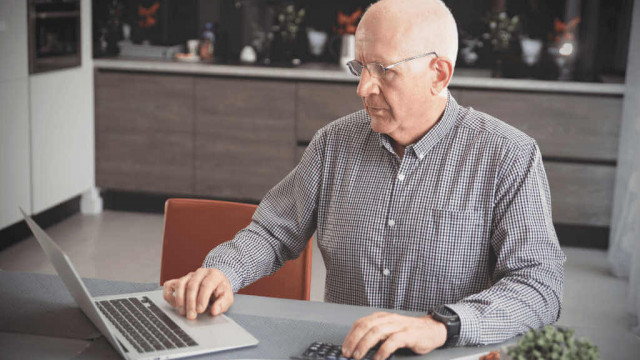 Emerycie i rencisto: od września uważaj na zarobki – AUDIO
