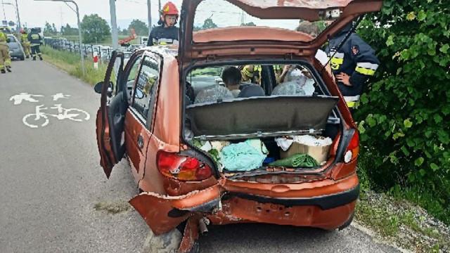 Fiatem uderzył w daewoo. Jedna osoba w szpitalu