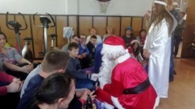 Gimnazjaliści z Nowej Wsi z mikołajkową wizytą w Szkole Życia