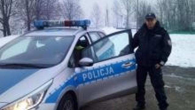 Gmina Chełmek. Policjant w czasie wolnym od służby, wspólnie z innym kierowcą, ratowali nieprzytomnego sprawcę kolizji