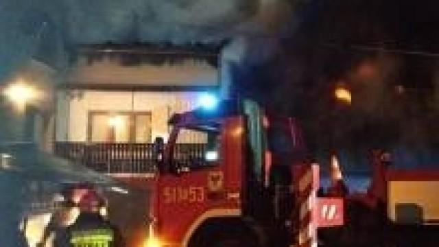 Gmina Kęty. Policjanci ewakuowali seniorów z palącego się domu