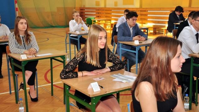 GMINA OŚWIĘCIM. Mimo strajku gimnazjaliści piszą egzamin