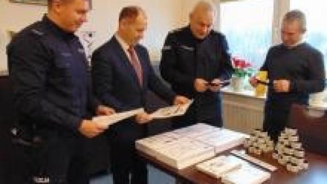 """Gmina Oświęcim. """"Razem dbamy o Twoje bezpieczeństwo"""". Policja i samorząd wspólnie na rzecz bezpieczeństwa mieszkańców."""