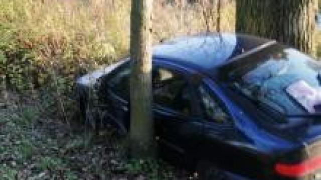 Gmina Przeciszów. Dwa drzewa stanęły na drodze pijanej sprawczyni kolizji