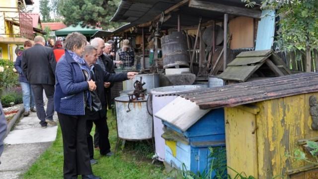 Goście z Polski odwiedzili grojecką pasiekę Malwa – FOTO