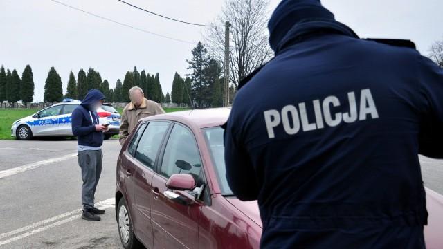 GROJEC. Pijany kierowca potrącił samochodem 12-letnią dziewczynkę na hulajnodze