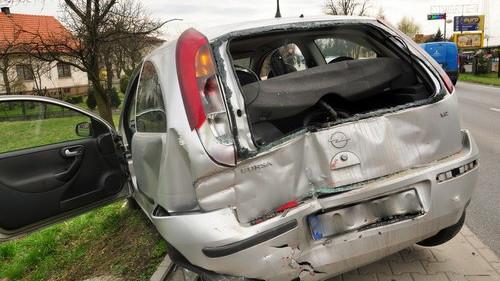 GROJEC. Zderzenie czterech aut na Beskidzkiej. Jedna osoba trafiła do szpitala - ZDJĘCIA