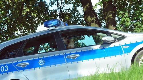 HARMĘŻE. Pijany kierowca volkswagena uderzył w drzewo