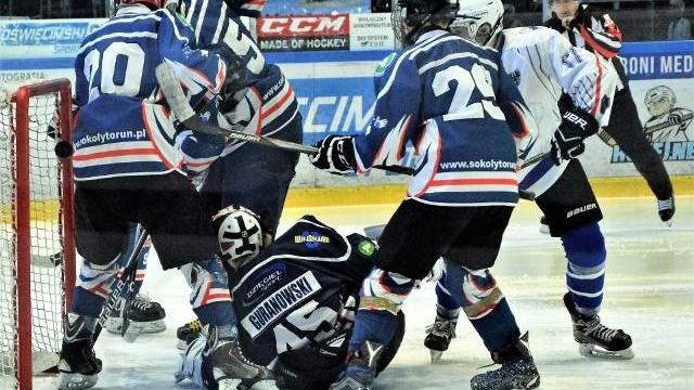 Hokej, kwalifikacja do OOM. UKH Unia Oświęcim pokonała Sokoły Toruń. Wielki dzień Krystiana Sosnowskiego