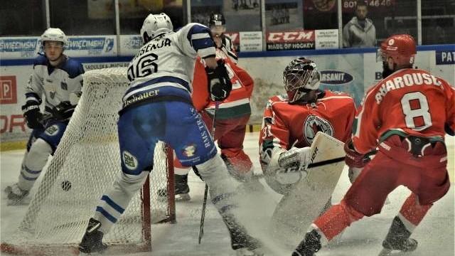 """Hokej. Oświęcimianie postawili na """"Tolka"""" tylko nie Banana, ale Protasenję. Re-Plast Unia pokonała Zagłębie Sosnowiec"""