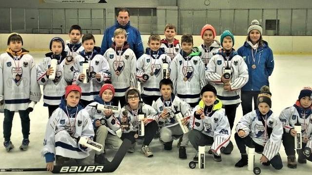 Hokej. UKH Unia Oświęcim trzecia w Kosyl Cup w Łodzi
