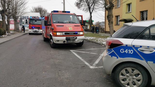 Interwencja służb ratowniczych w Chełmku. W mieszkaniu odnaleziono ciało 60-latka