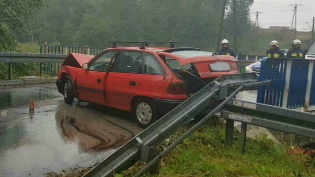 Jedna osoba ranna po zderzeniu dwóch pojazdów w Kętach. ZDJĘCIA !