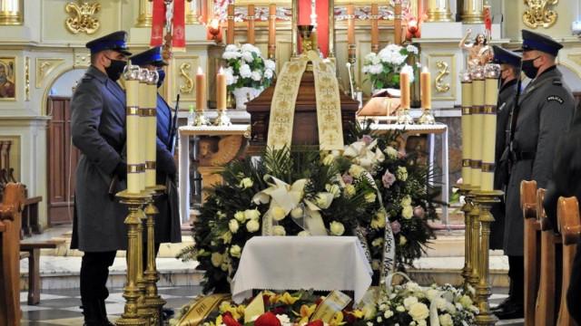 Kapelan małopolskiej policji spoczął na cmentarzu w Kętach