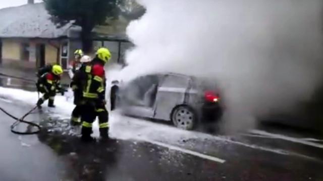 KĘTY. 30-latce podczas jazdy zapalił się samochód. Kobieta może trafić za kratki
