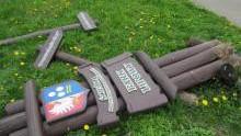 Kęty. Chuligan, który uszkodził tablice edukacyjne w parku , już w rękach policjantów