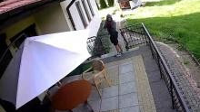 Kęty. Malec. Policjanci poszukują sprawcy usiłowania włamania do plebanii. Kto rozpoznaje mężczyznę na zdjęciach z monitoringu?
