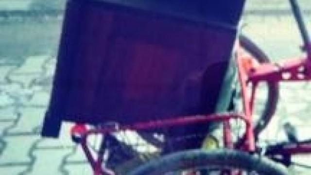 Kęty. Nietrzeźwy rowerzysta wpadł przewożąc komodę
