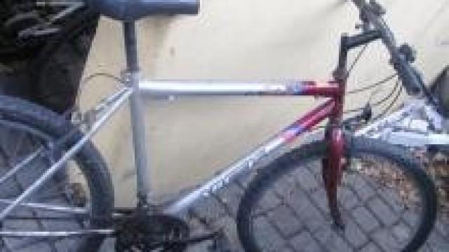 Kęty. Policjanci znaleźli dwa porzucone rowery. Jednoślady czekają na właścicieli w kęckim komisariacie Policji.