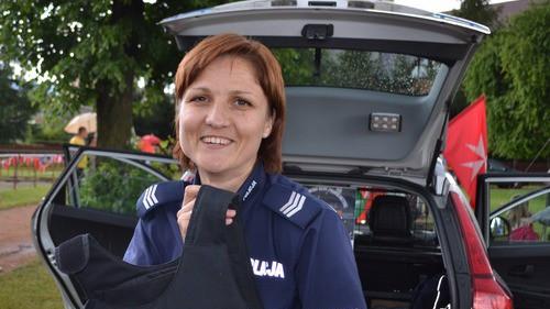 KĘTY. Policjantka ścięła włosy by oddać je kobietom walczącym z nowotworem