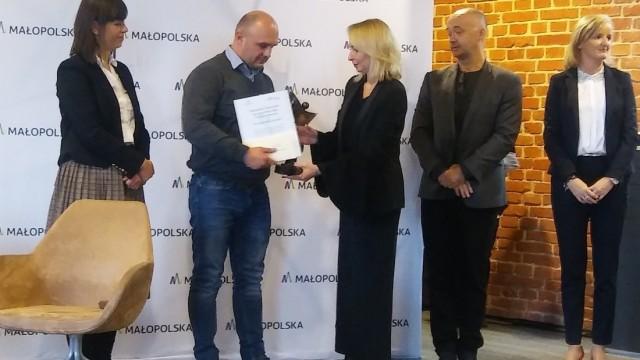 KĘTY. Tytuł Małopolskiego Pracownika Socjalnego dla Marcina Majewskiego