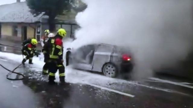 KĘTY. Wielki pech czyli zakaz prowadzenia i pożar auta