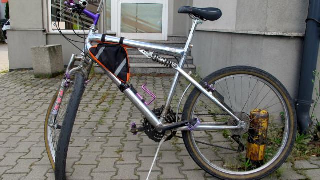 KĘTY. Wyjeżdżając z posesji uderzył w rowerzystkę. Kobieta trafiła do szpitala