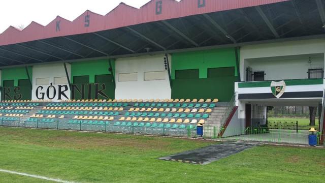 Kibice Górnika wyremontowali trybunę brzeszczańskiego stadionu - InfoBrzeszcze.pl