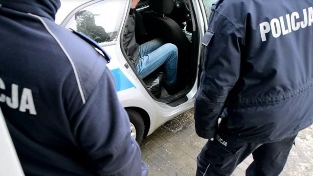 Kierowca bmw potrącił na pasach seniorkę i uciekł