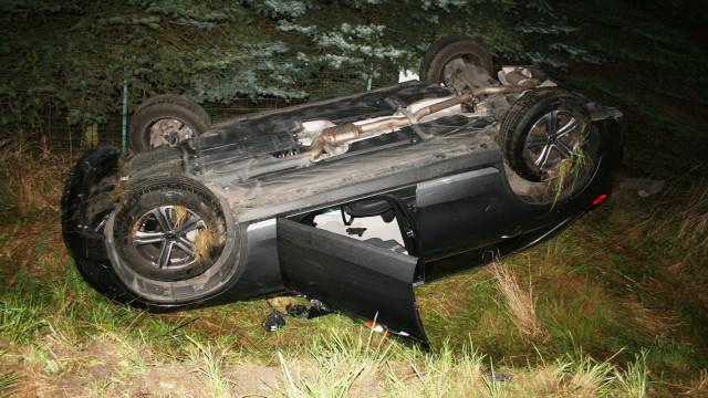 Kierowca zasnął za kierownicą i dachował. Wstępna przyczyna to zażycie silnego leku przeciwbólowego