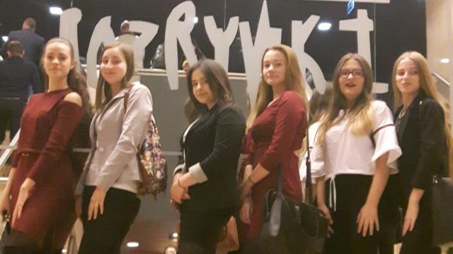 Kochamy teatr - wychowanie teatralne młodzieży z SP Zaborze