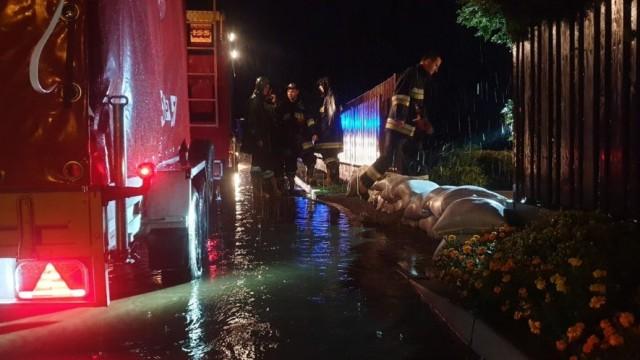 Kolejny raz woda podmywa ulicę Polną w Brzeszczach - ZDJĘCIA! - InfoBrzeszcze.pl
