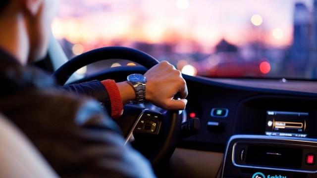 Kolejny wariat drogowy bez prawa jazdy