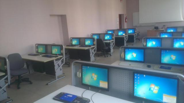 Komputery i serwer  od niemieckiego darczyńcy dla PWSZ w Oświęcimiu