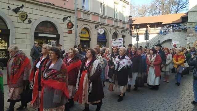 Korowód Kolędniczy w Krakowie z udziałem zespołów regionalnych z gminy - InfoBrzeszcze.pl
