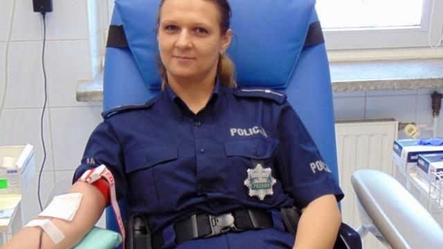 Kropla krwi na wagę złota. Policjanci dają dobry przykład