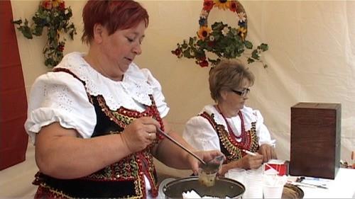 KULTURA. Kremówki, bugle, miody, jabłka, kapusta i karp. Małopolski Festiwal Smaku znów zawita do Oświęcimia